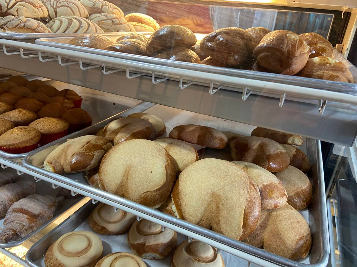 Panadería Sevilla sells Mexican pan dulce and pastries from Guatemala and El Salvador at its two locations in Oakland. Photo: Azucena Rasilla